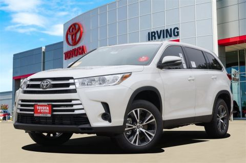 New 2019 Toyota Highlander LE FWD 4